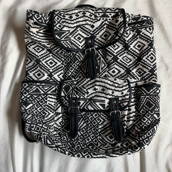 Aeropostale Handbags - Black & white Aeropostale bag